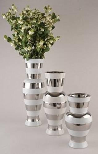 Vase hvit med sølvstriper M